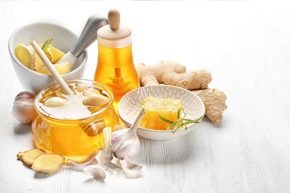 rimedi naturali contro l'influenza: zenzero, miele, aglio